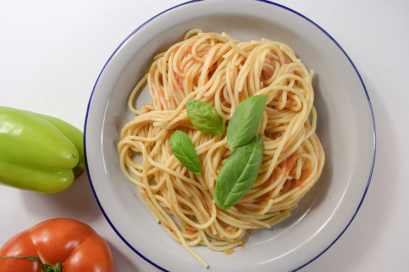 Σπαγγέτι με ψητή ντομάτα και πιπεριά