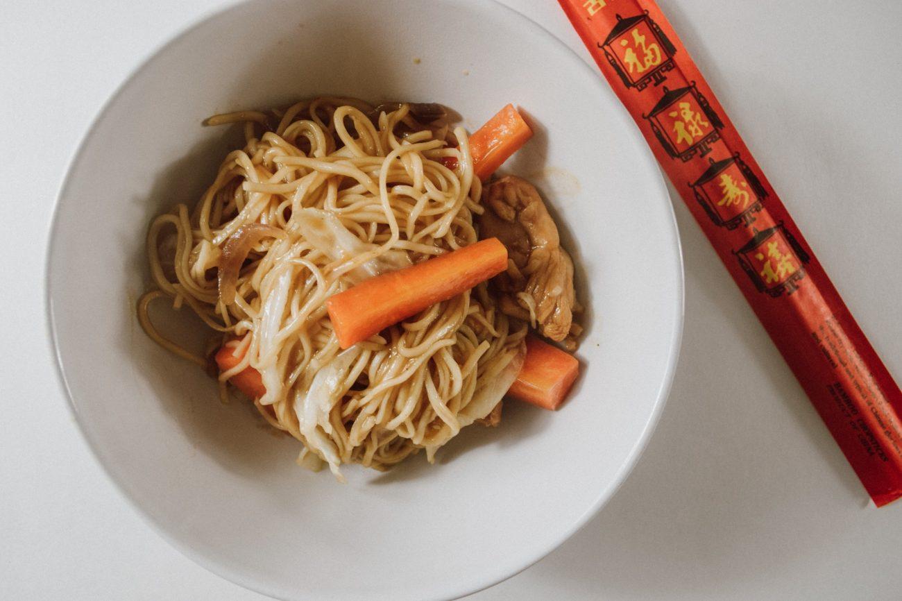 Noodles με κοτόπουλο και teriyaki