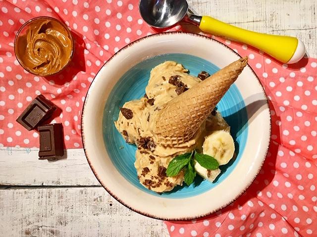 Παγωτό μπανάνα με φυστικοβούτυρο σε 5 λεπτά