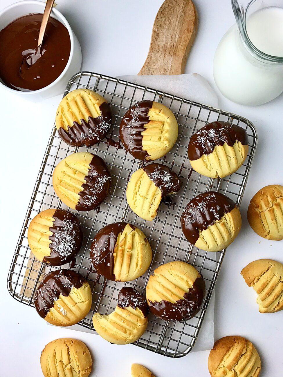 Εύκολα μπισκότα βανίλιας με αμύγδαλο