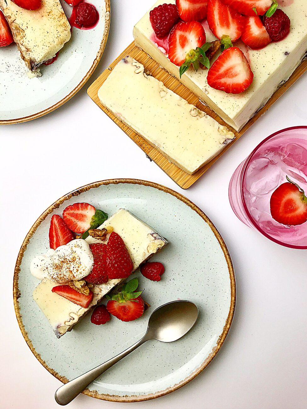 Γλυκό ψυγείου με γιαούρτι και μέλι