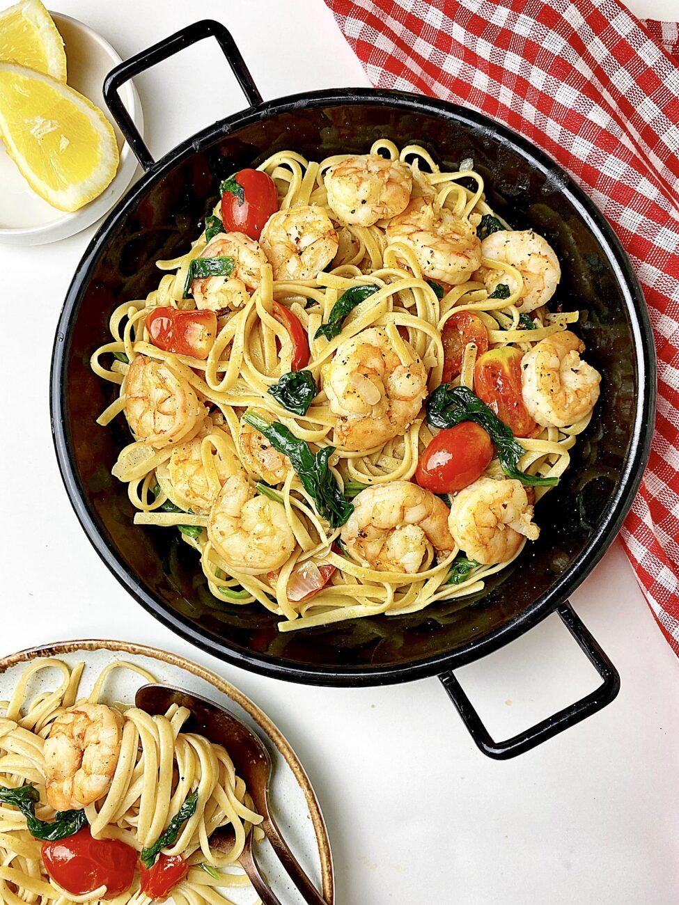 Ζυμαρικά με σπανάκι και γαρίδες