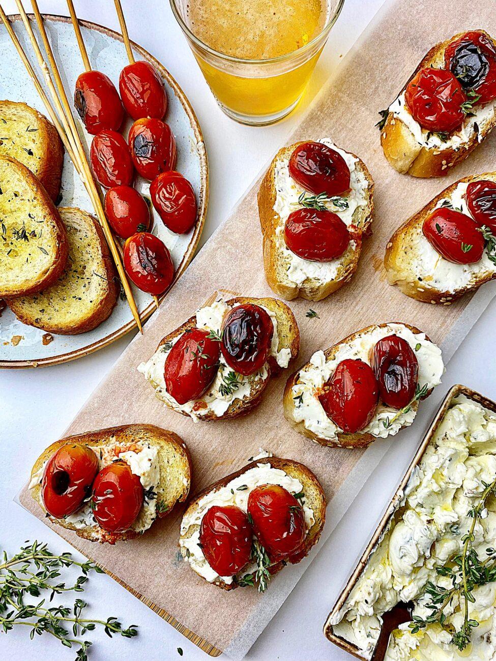 Μπρουσκέτες με ντοματίνια και τυρί